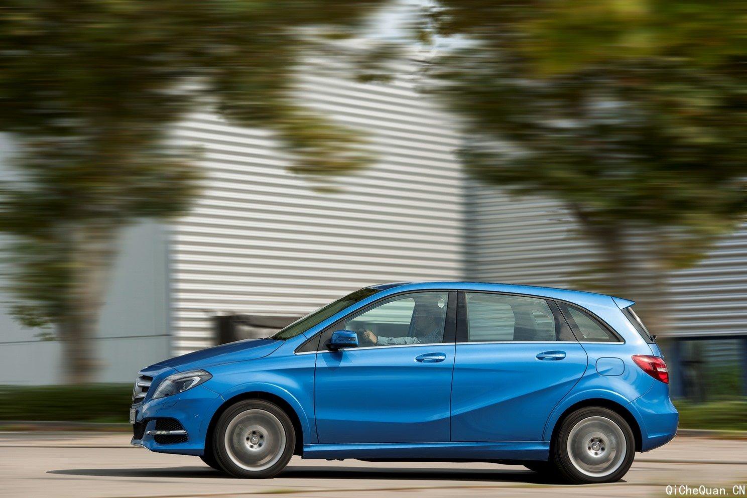 新一代梅赛德斯-奔驰b级运动旅行车闪亮上市